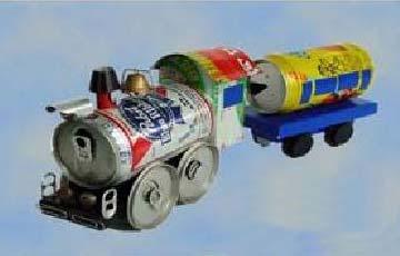 小企鹅墩墩拍小火车照片
